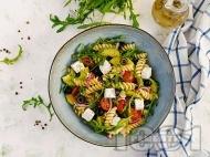 Салата с чери домати, макарони, маслини, рукола и сирене